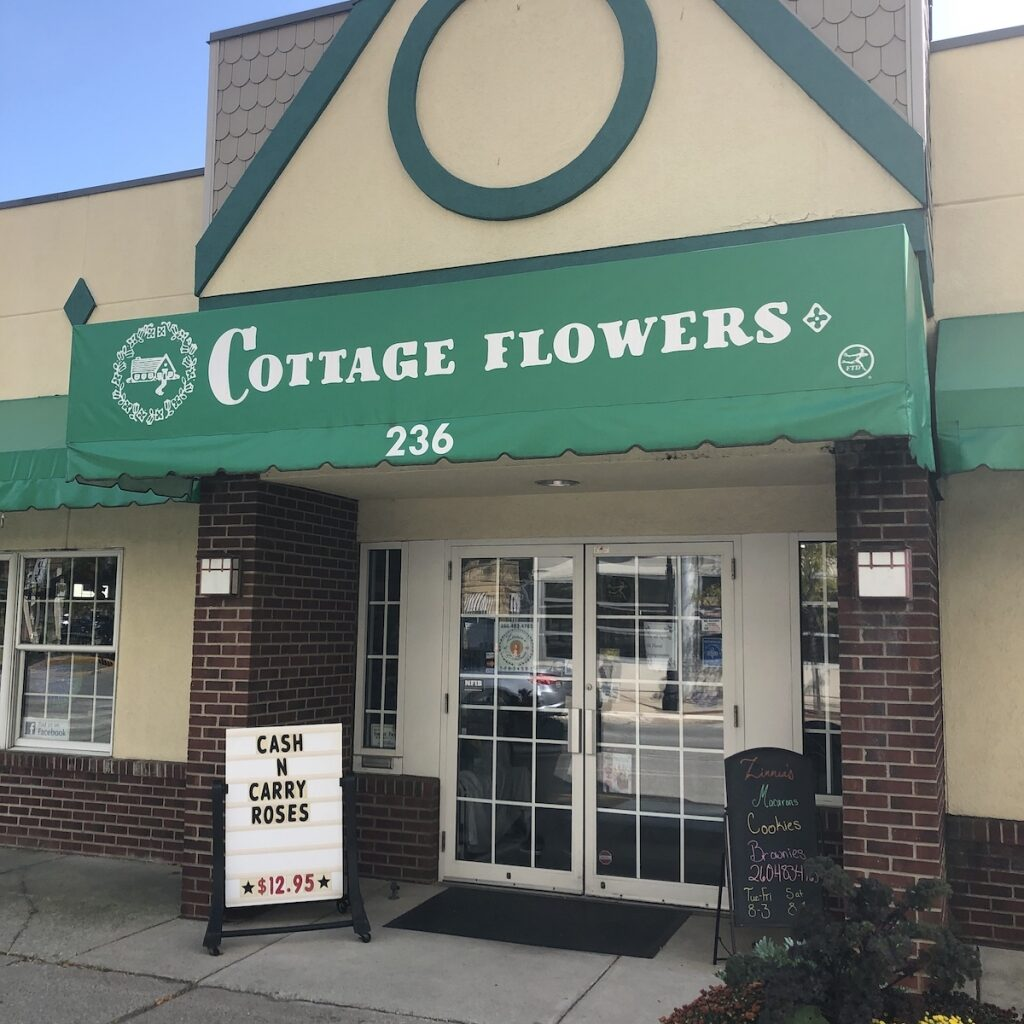 Cottage-Flowers-Shopping-Downtown-Fort-Wayne