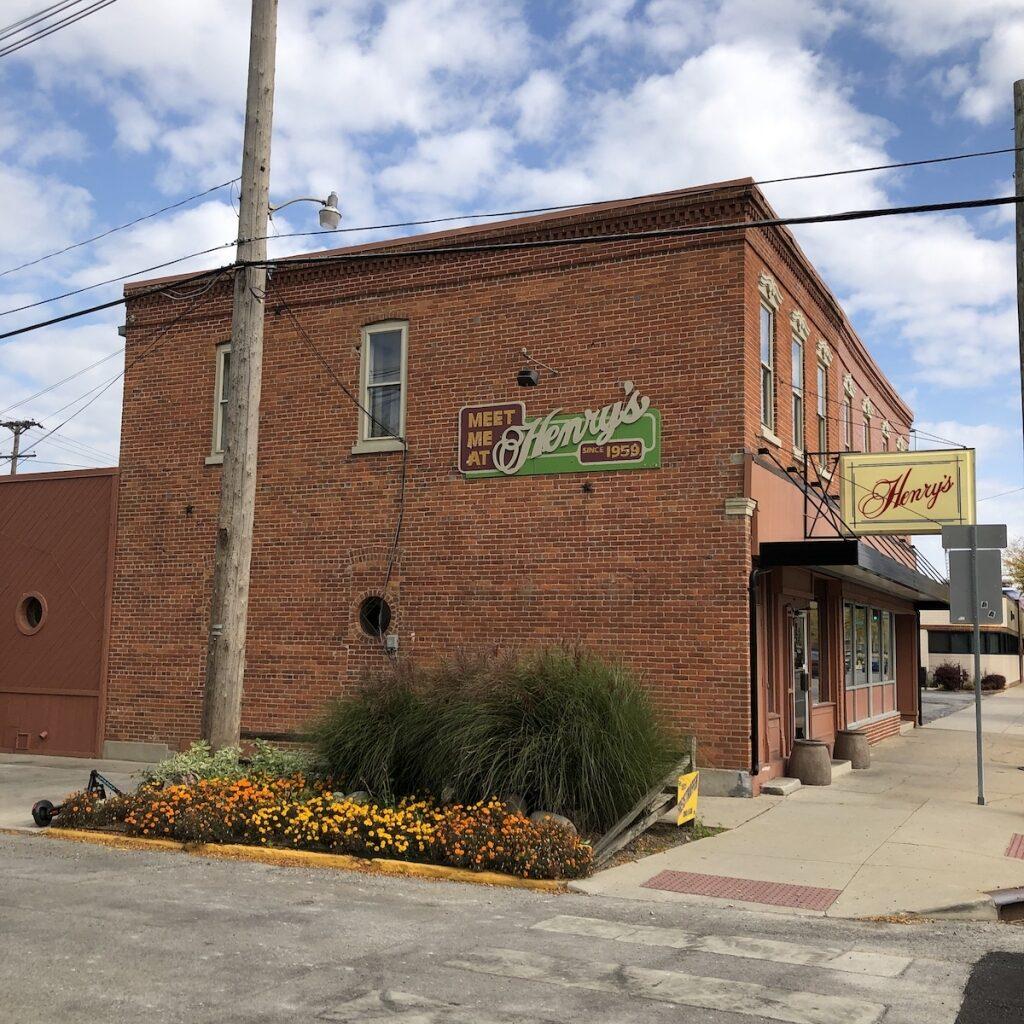 Henrys-Dining-Downtown-Fort-Wayne