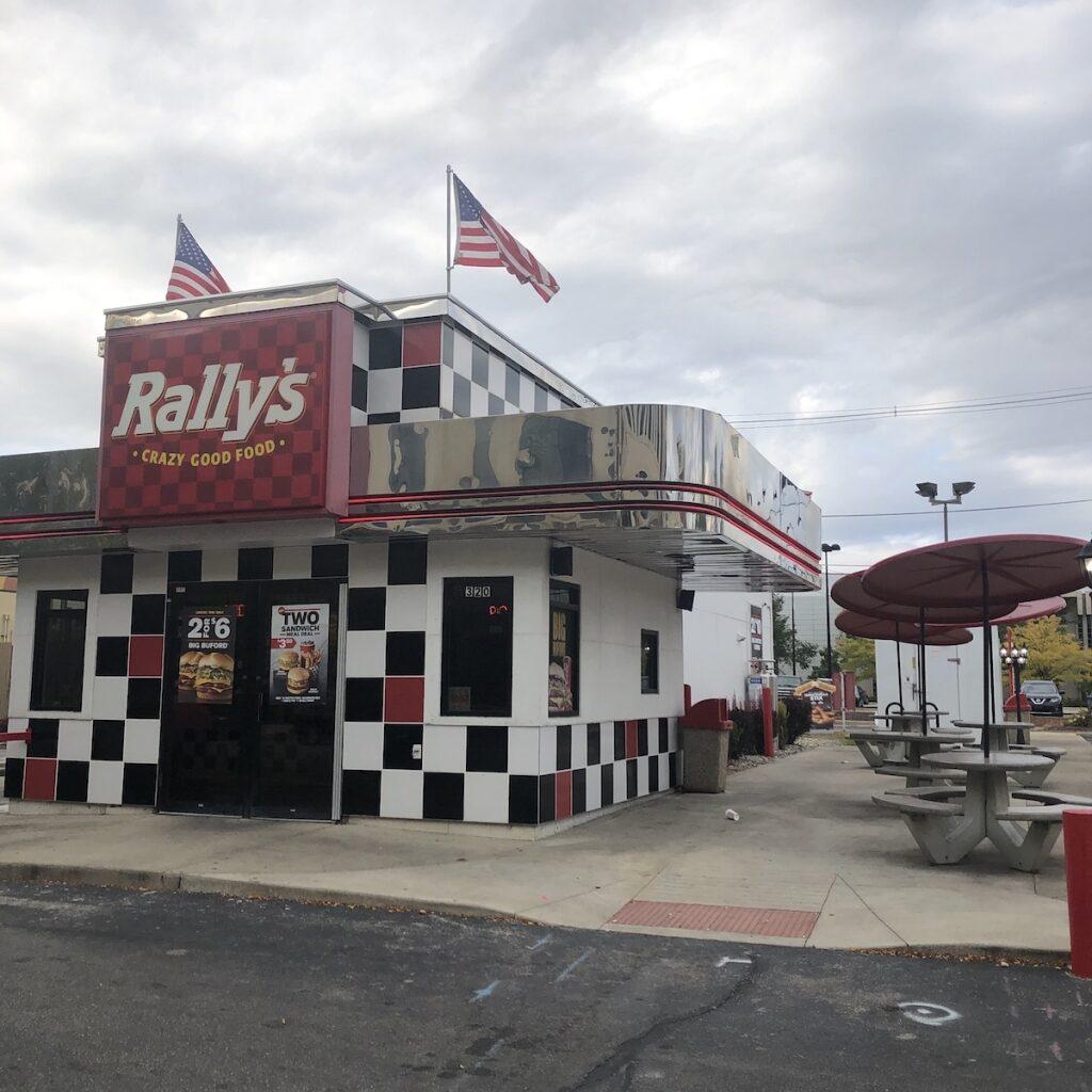 Rallys-Dining-Downtown-Fort-Wayne