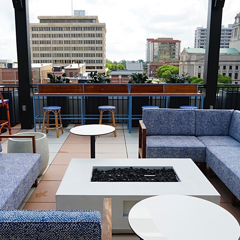 downtown-fort-wayne-dining-birdies-rooftop